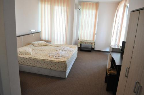 A bed or beds in a room at St. George Apartments