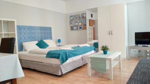 Säng eller sängar i ett rum på Akacfa Holiday Apartments