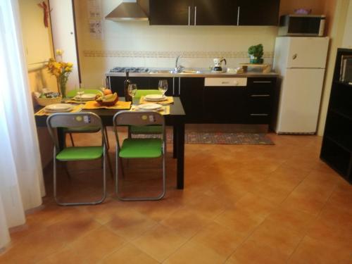 Cuisine ou kitchenette dans l'établissement Residence I Platani