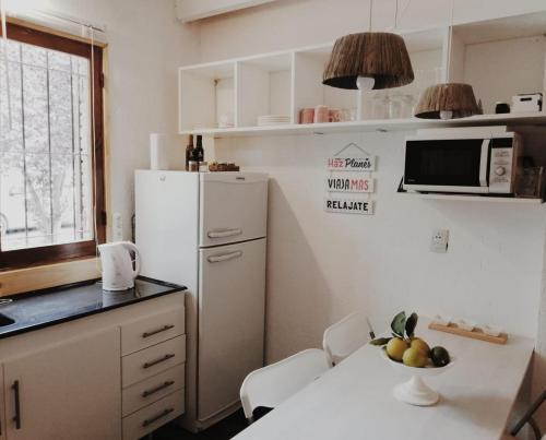 A kitchen or kitchenette at lemon house