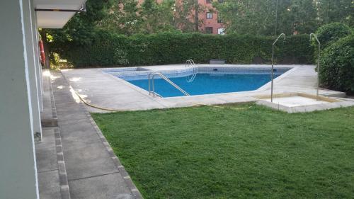 The swimming pool at or near apartamento moguer con vistas