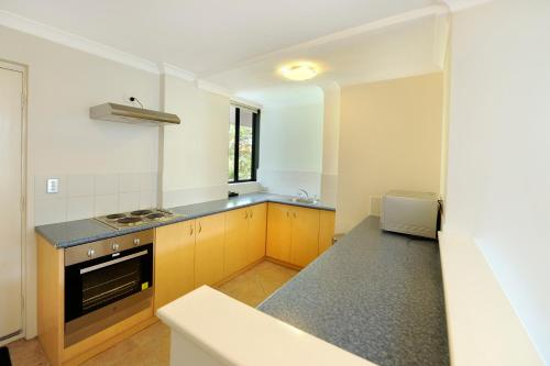 A kitchen or kitchenette at Lodestar Waterside Apartments
