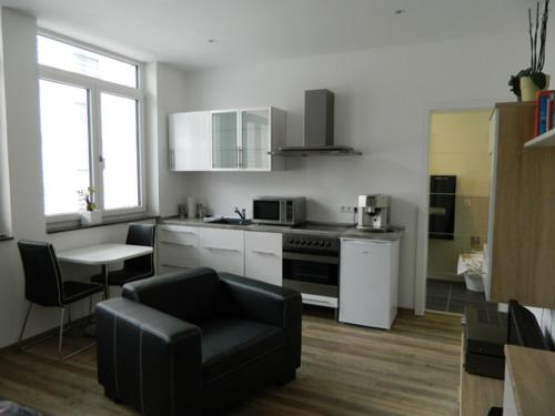 A kitchen or kitchenette at City Ferienwohnung Landau