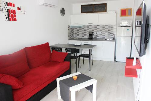 A kitchen or kitchenette at Beautiful Apartment-Bungalow Puerto Rico Mogan Gran Canaria