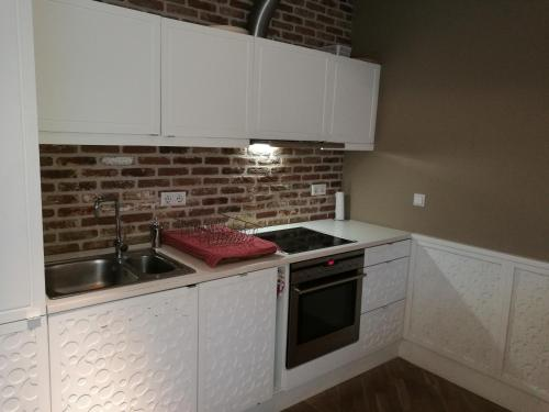 A kitchen or kitchenette at Apartment Old Town 2BDR Uus street