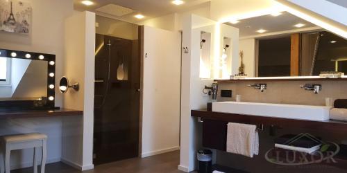A bathroom at Luxor City Apartments