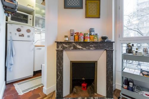 A kitchen or kitchenette at Typical Parisian flat near Belleville by easyBNB
