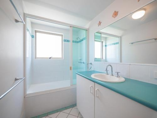 A bathroom at Emerald Shores Unit 6, 8 Orvieto Terrace, Kings Beach