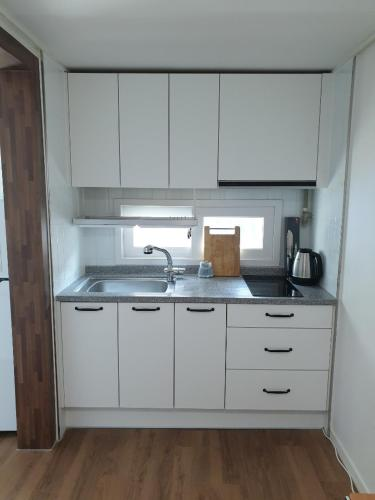 A kitchen or kitchenette at DAGA59 Guesthouse
