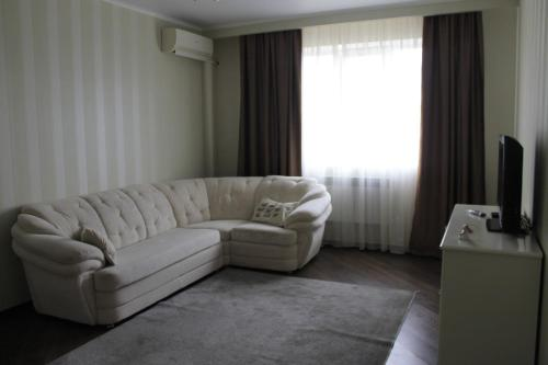 A seating area at Apartment near the airport