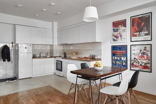A kitchen or kitchenette at Moodeight Apartments