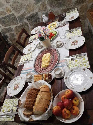 Colazione disponibile per gli ospiti di Apartments Cvetje