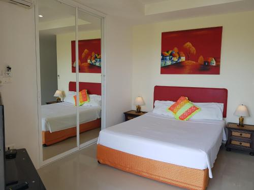 A bed or beds in a room at Mountain Seaview Luxury Apartments