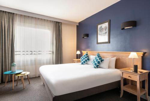 Кровать или кровати в номере Aparthotel Adagio La Défense Esplanade