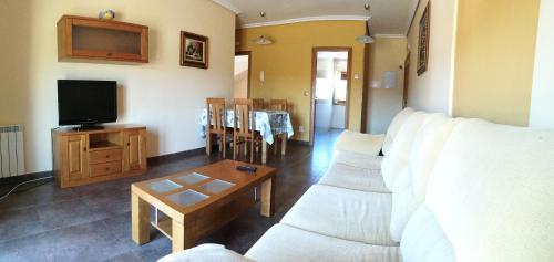 A seating area at Apartamentos Cruceiro