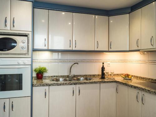A kitchen or kitchenette at Apartment Urb Las Terrazas