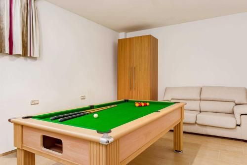 A pool table at Estepona Villa Sleeps 6 Pool Air Con WiFi