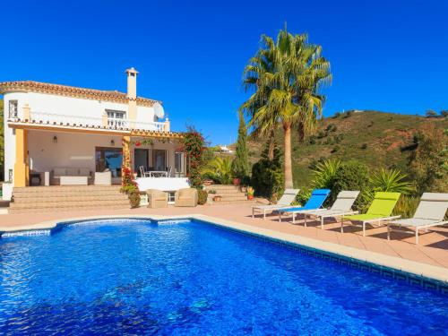 The swimming pool at or near Holiday Home Casa Esmerdo