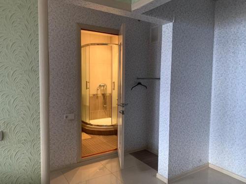 A bathroom at 20 Меридианная улица