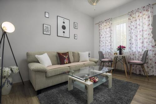 A seating area at Apartman Anastazija