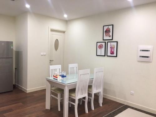 Обеденная зона в апартаментах