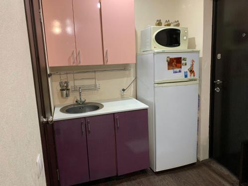 A kitchen or kitchenette at улица Меховщиков, 7 Апартаменты