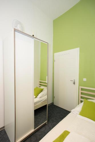 Hotels Schones Hell Mobliertes Zimmer Germany Nurnberg Booking Com
