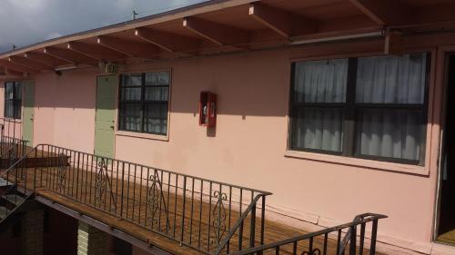 Helen Apartments & Motel