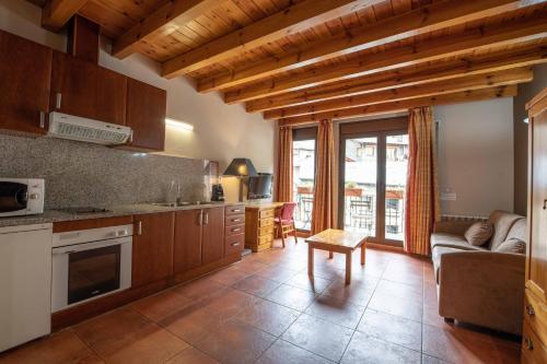 Una cocina o zona de cocina en Apartaments Sant Moritz