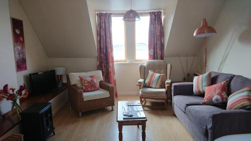 A seating area at Kings Arms Holiday Apartments