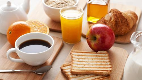 Breakfast options available to guests at Charming Trindade Apartments