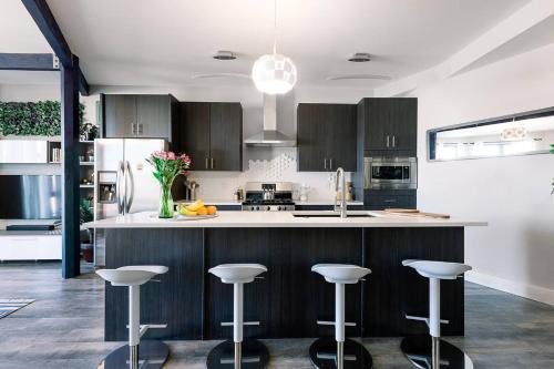 A kitchen or kitchenette at ☆Steps from Top Breweries + Restaurants / Parking☆