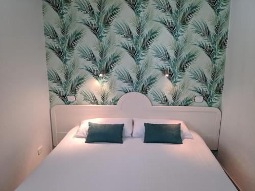 A bed or beds in a room at Acapulco Ocean View