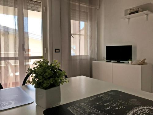 A television and/or entertainment center at Appartamenti Le Mimose