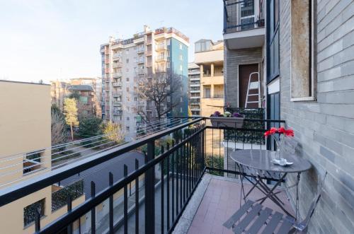 A balcony or terrace at Appartamento moderno San Siro