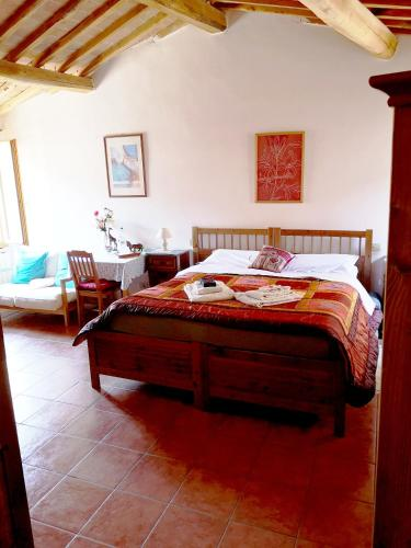 A bed or beds in a room at Antico Borgo Di Torri
