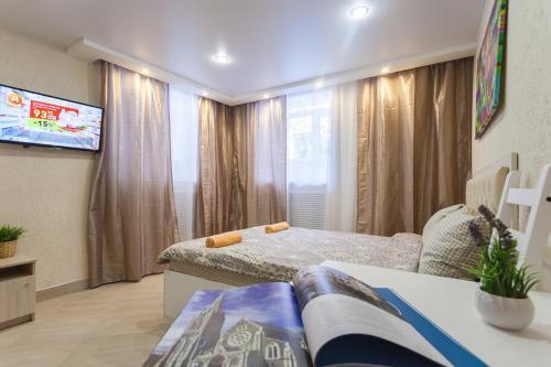 Кровать или кровати в номере Apt on Nevsky 136 #1