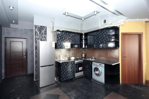 Dapur atau dapur kecil di Large apartment in the city center.