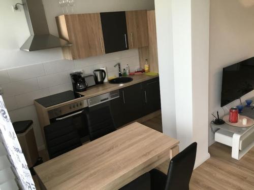 Virtuvė arba virtuvėlė apgyvendinimo įstaigoje Cityflair Apartments