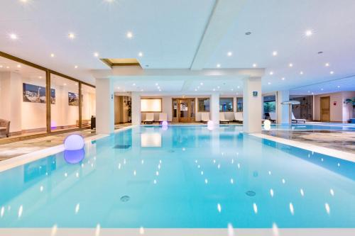 The swimming pool at or near Résidence & Spa Vallorcine Mont-Blanc