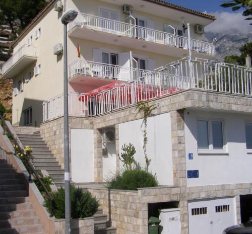 Apartments Šarić