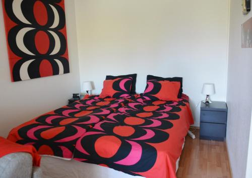 A bed or beds in a room at Nice Studio in Tapiola
