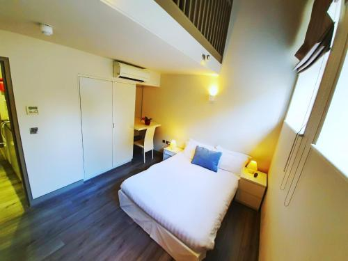 A bed or beds in a room at SO Arch Aparthotel