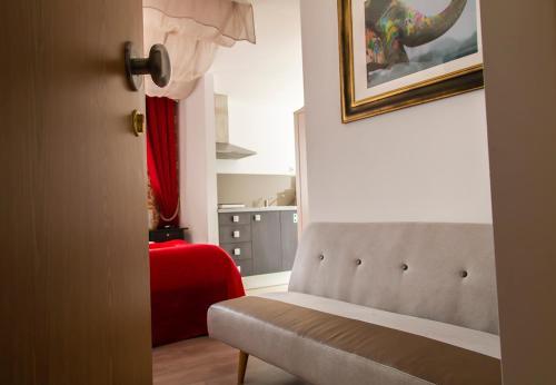 Säng eller sängar i ett rum på Royal Suites Riverview by Homing