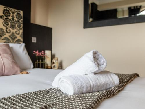 A bed or beds in a room at Dee View