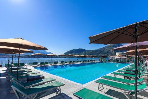 Griante Le Maioliche tesisinde veya buraya yakın yüzme havuzu