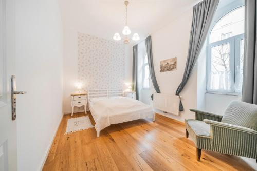 A bed or beds in a room at Vienna-Vintage-Apartment