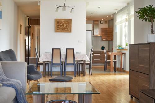 Ein Sitzbereich in der Unterkunft Stadion Narodowy 2-Bedroom Apartment
