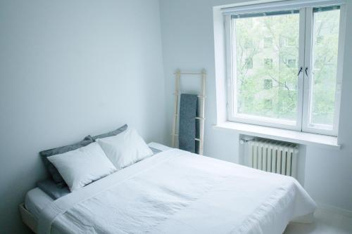 Ein Bett oder Betten in einem Zimmer der Unterkunft Modern and compact apartment in Helsinki city