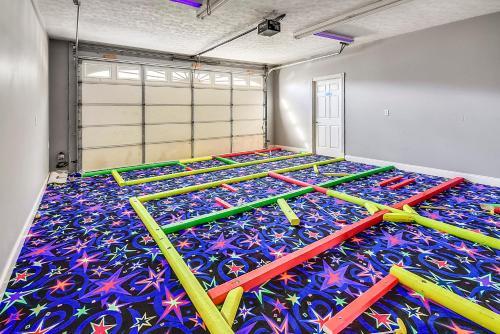 Cama o camas de una habitación en Mansion In The Smokies: Views, Basketball, Minigolf, Firepit Estate